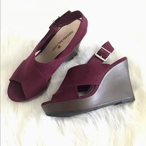 ✨NWOT✨ Montgomery Bay Club✨ Maroon Suede Wedges🔥